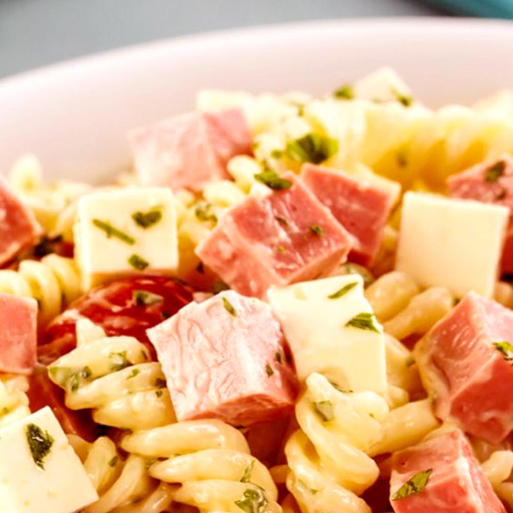 Salada de macarrão com Mortadela Cofril