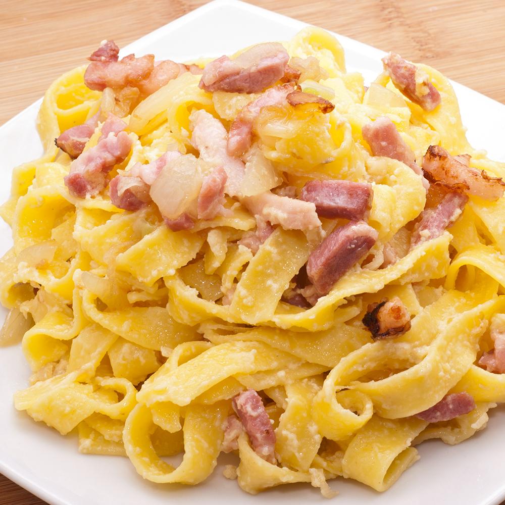 Macarrão ao molho branco com bacon Cofril