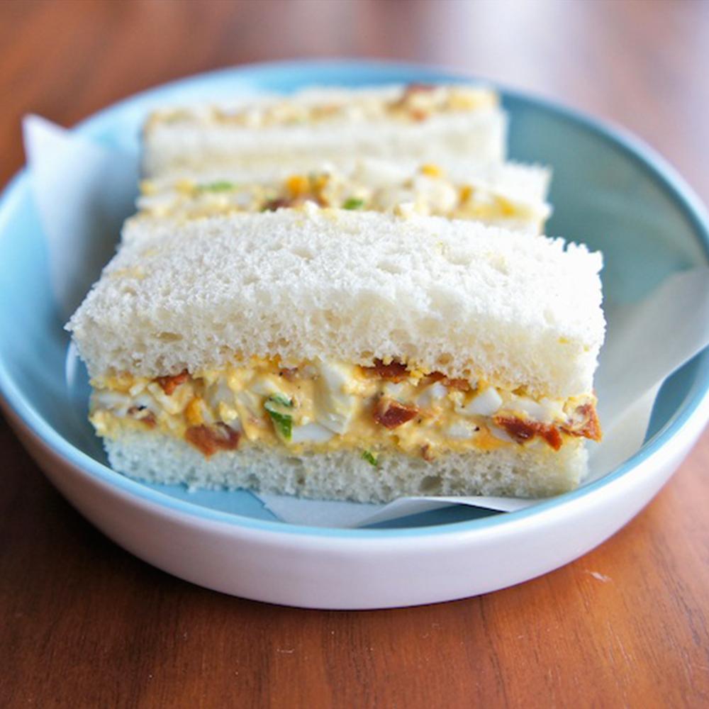 Sanduíche de ovos e Bacon Cofril